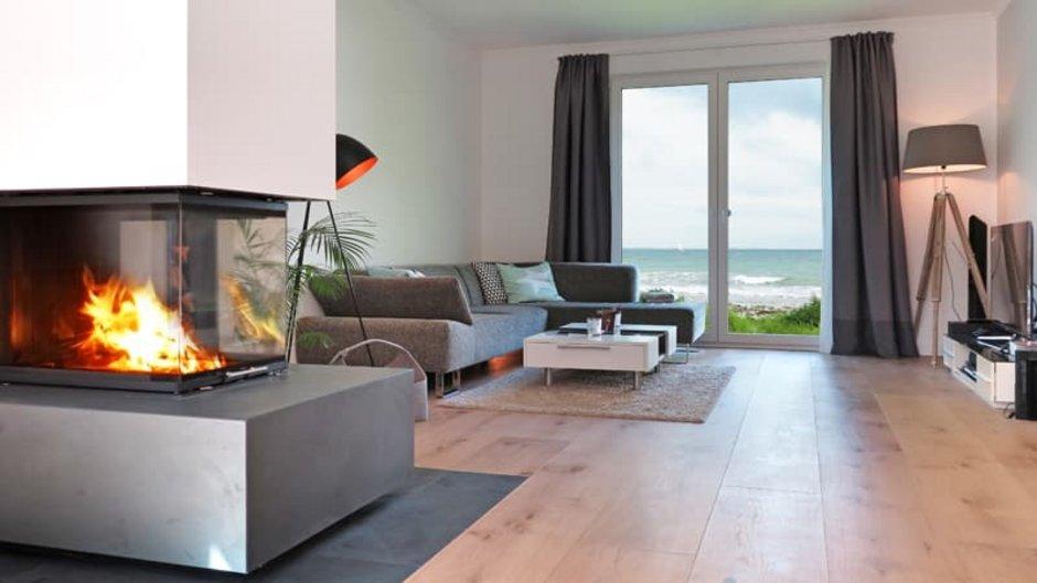 Kamin, moderner Ofen im Wohnzimmer, Foto: Wilm Ihlenfeld / stock.adobe.com