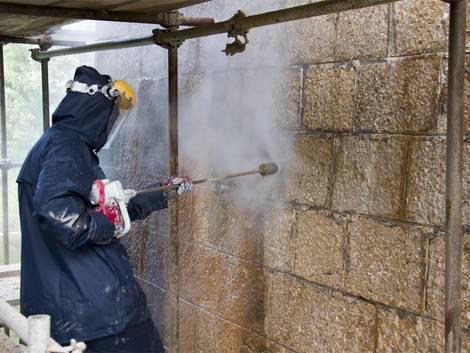 Wasserglas, Hochdruckreiniger, Außenwand säubern, Foto: mrakhr / fotolia.com
