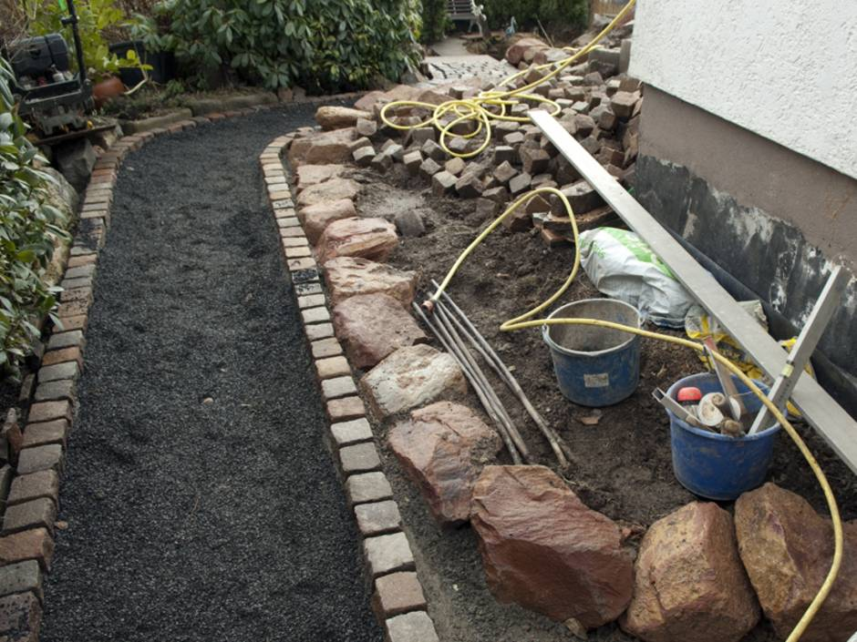 Bekannt Gartenweg anlegen: Anleitung für Hobbyhandwerker - bauen.de QH12