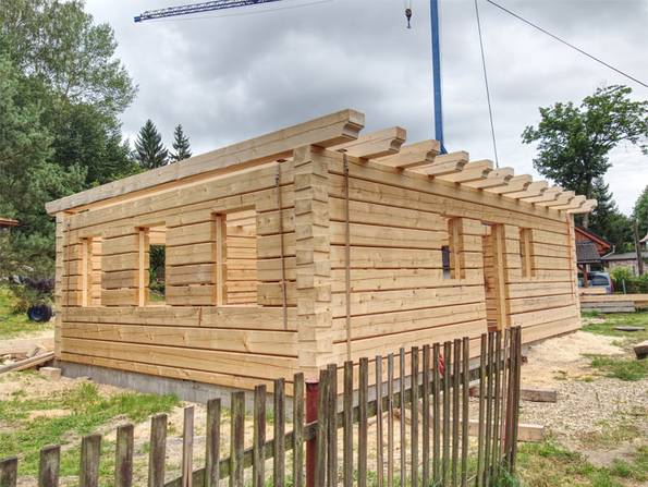 Ökohaus, ein Rohbau aus Holz.  Foto:rdonar/ adobe stock
