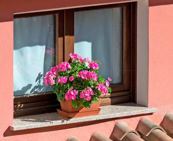 Fensterbank, außen, Naturstein, Stein, Foto: Gabriele Maltinti/fotolia.com