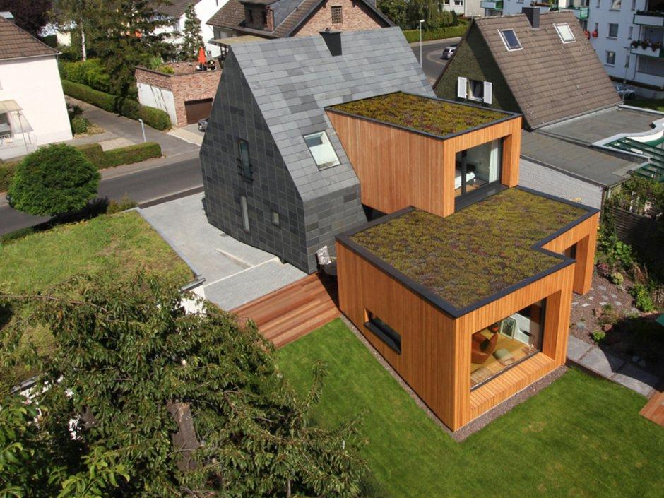KfW-Effizienzhaus, moderner Anbau aus Schiefer, Vogelperspektive, Foto: Rathscheck Schiefer