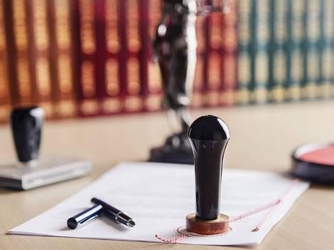 Grundbucheintrag, Grundbuch, Notar, Foto: iStock/ djedzura