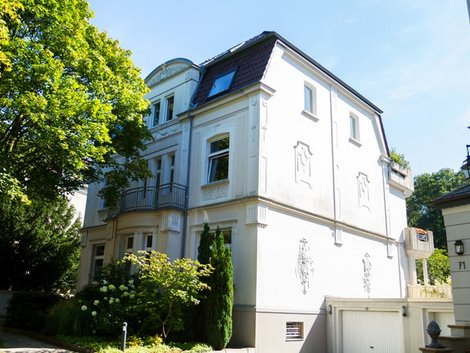 Stadtvilla, historische echte Stadtvilla, Foto: iStock.com / justhavealook