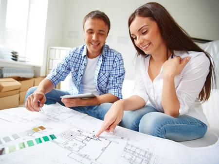 Bauplanung, Bauplan, Pärchen bespricht Bauplan ihres neuen Hauses, Foto: pressmaster / fotolia.com