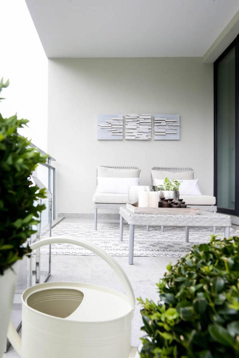 kleiner Balkon, nachher, gemütliche Sitzgruppe, Foto: balkongestalter.de