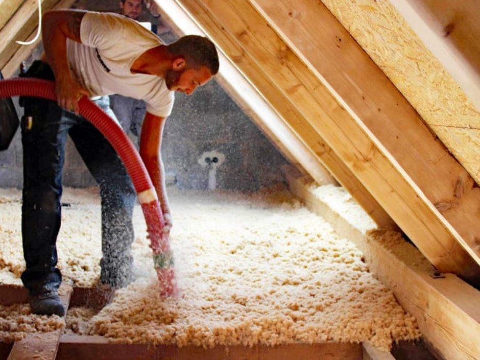 Dämmung oberste Geschossdecke, Einblasdämmung, Dachstuhl, Foto: Zimmerei Brönnecke GmbH