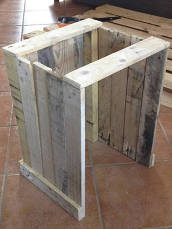 Recycling-Möbel, Nachttisch, Paletten, Foto: picknmix.com