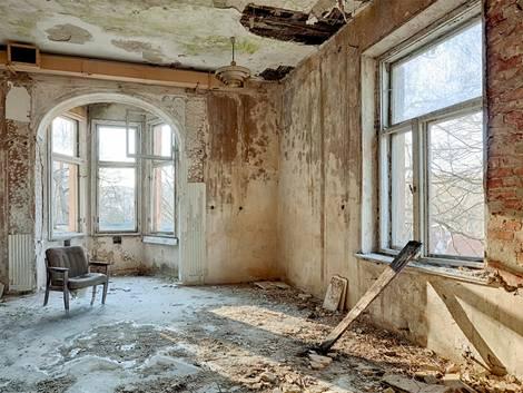 Wasserglas, verfallenes Haus, renovieren, Foto: Mariusz Niedzwiedzki / fotolia.com