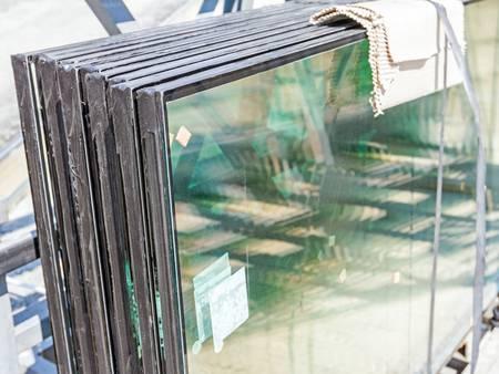 Verglasung, Fensterglas, Fensterscheiben, Foto: roman023 / iStock