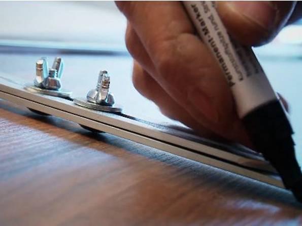 Laminat auf Treppen verlegen, Winkelschablone, Foto: BHK Holz- und Kunststoff KG H. Kottmann