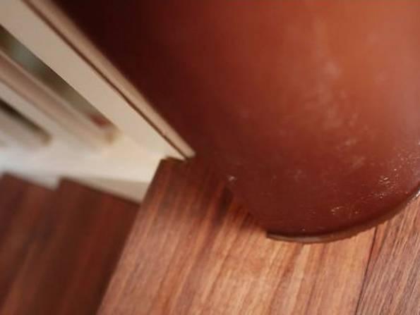Laminat auf Treppen verlegen, Kanten und Fugen versiegeln, Foto: BHK Holz- und Kunststoff KG H. Kottmann