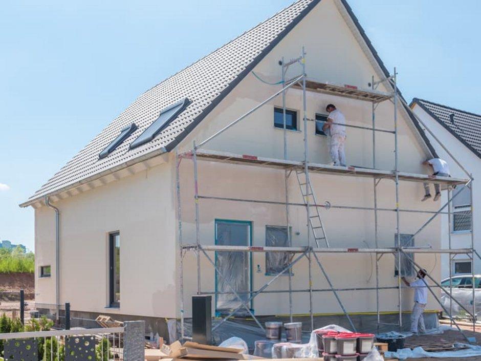 Altbau-Sanierungspflicht, Haus mit Gerüst, Foto: schulzfoto