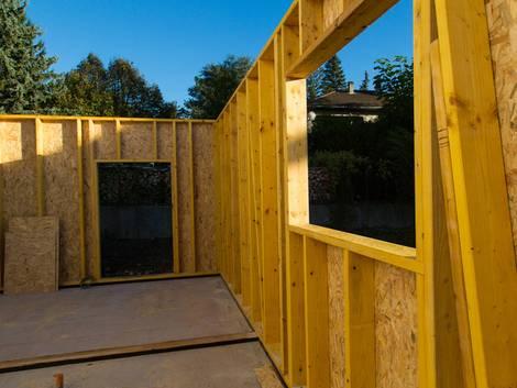 OSB-Platten, Holzwerkstoffplatten, Holzständerbauweise, Fertighaus, Foto: Boris - fotolia.com