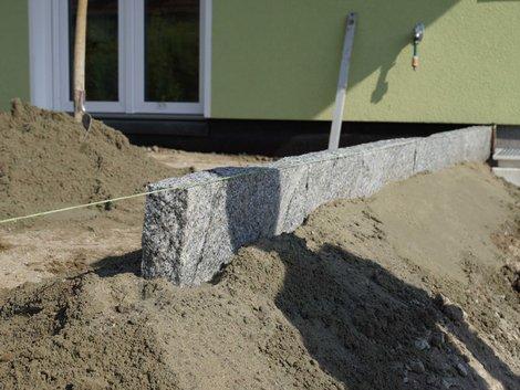 Terrassenbau, Randsteine in Nahaufnahme, Foto: akzepthaus.de