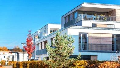 Bauhaus, Bauhausstil, eine Reihe von Mehrfamilienhäusern, Foto: schulzfoto / stock.adobe.com