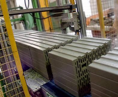 Ziegelsteine, Ziegelproduktion, Ziegelabschneider, Foto: Ziegelwerk Bellenberg