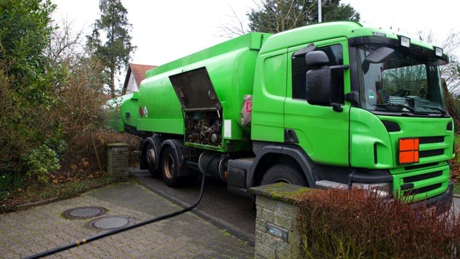 Alt: Brennwertheizung, Ölheizung, Öltanklaster, Foto: VDR / stock.adobe.com