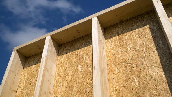 Fassadendämmung, Holzständerbau mit noch leeren Gefächern, Foto: Gundolf Renze / stock.adobe.com