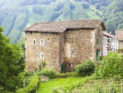 mediterrane Häuser, kleine Fenster, Foto: tingitania – fotolia.com