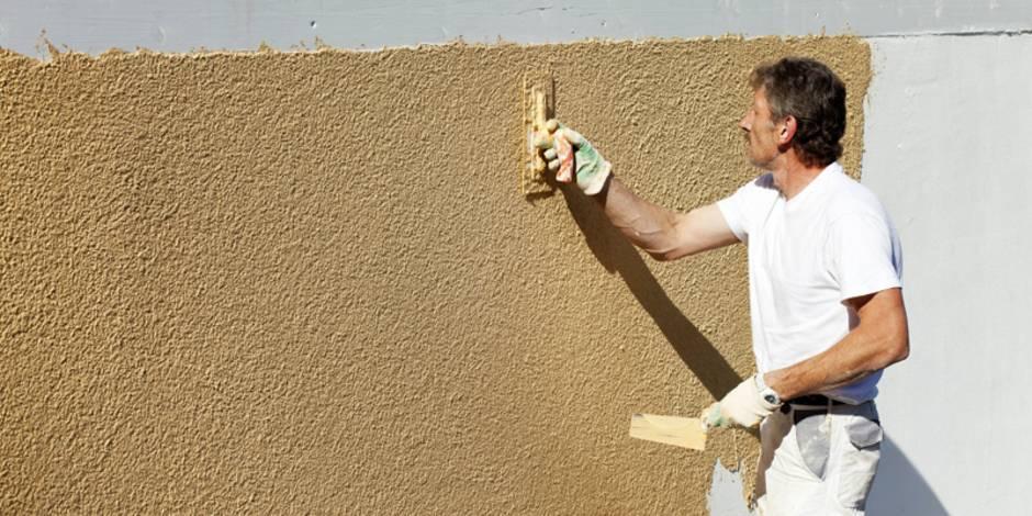 Wand verputzen, diy, selber machen, Fassadenputz, Außenputz, Foto: Westend61 / imago
