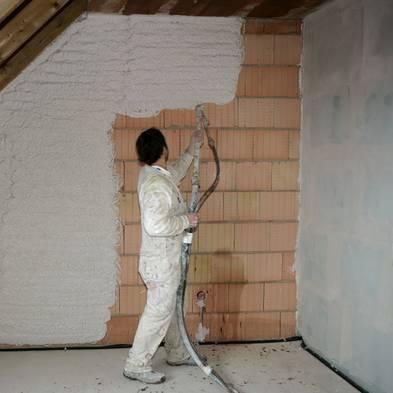 Wand verputzen, diy, selber machen, Maschinenputz aufsprühen, Foto: Jochen Tack / imago