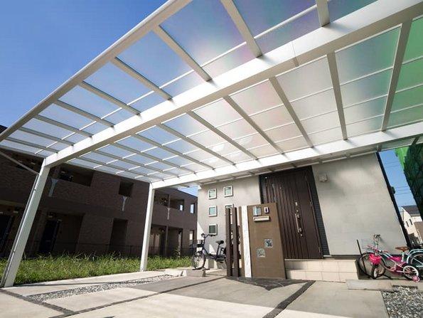 Carport bauen, Carport mit Glasdach oder Plexiglasdach, Foto: moonrise / stock.adobe.com