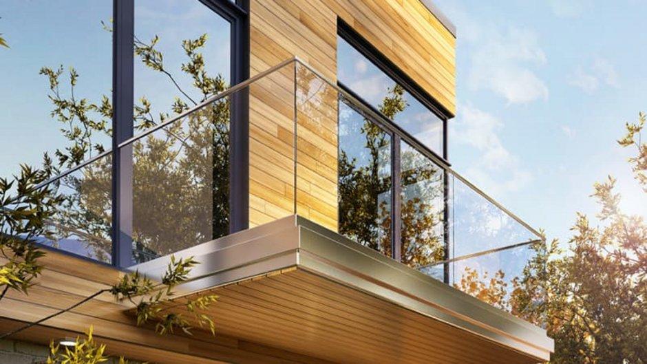 Spiegelglas, Holzhaus mit großen, spiegelnden Fenstern, Foto: iStock.com / sl-f