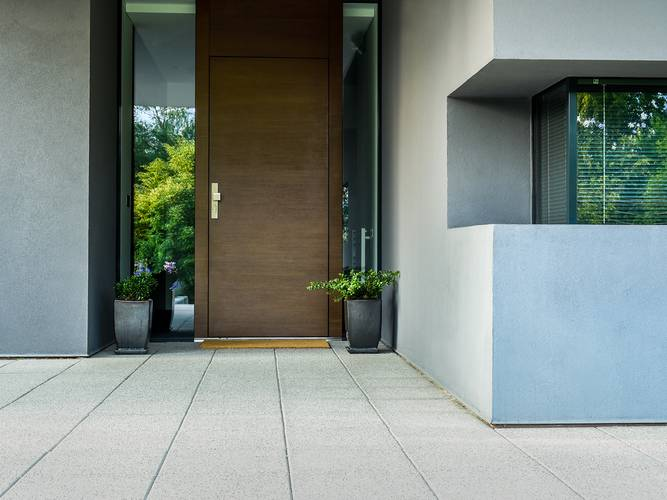 hochwertige heroal Haustür in Holzoptik, Foto: heroal