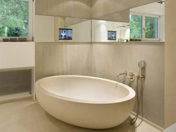 Smart Home, Badezimmer, Bildschirm im Spiegel, Foto: Dreyer