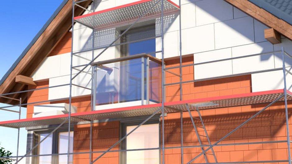 Fassadendämmung, Ziegelhaus mit WDVS, Foto: iStock.com / KangeStudio