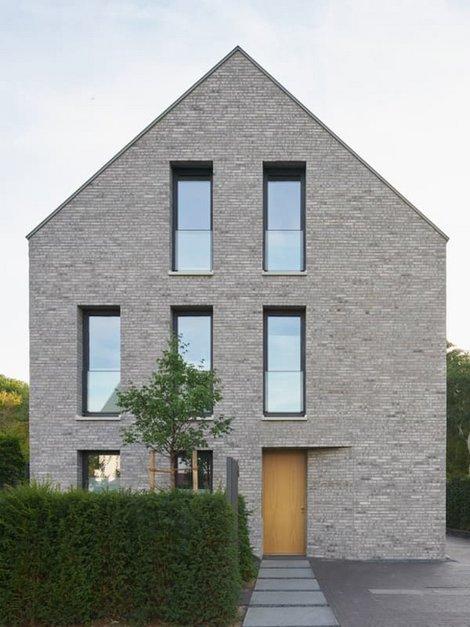 Klinker, Haus mit weißer Klinkerfassade, frontal fotografiert, Foto: Wienerberger / Jens Willbrand