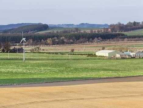 Windenergie, Kleinwindanlage auf dem Land, Foto: lucentius / iStock