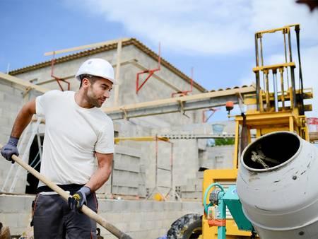 Hausbau, Baustelle mit Bauarbeiter, Foto: ACP prod / fotolia.com