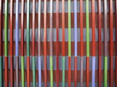 Fassadenkonstruktion, bunte Keramikstäbe, sogenannte Baguettes an der Fassade des Museum Brandhorst in München, Foto: digitalimagination / iStock