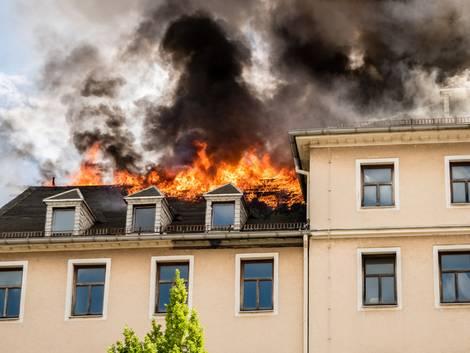 Versicherungen, Hausbrand, Wohnungsbrand, Dachstuhl, Foto: animaflora/fotolia.com