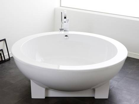 Badewanne,  Material, Sanitäracryl. Foto: Hösch