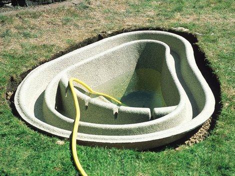 Teich selber bauen, Gartenteich anlegen, füllen, Foto: OASE GmbH