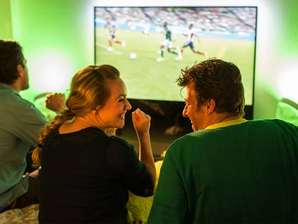 Smart Home, TV, Living Colors, Beleuchtung, Foto: Philips