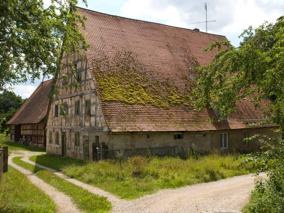 Denkmalschutz, altes Fachwerkbauernhaus, Foto: wakila / iStock