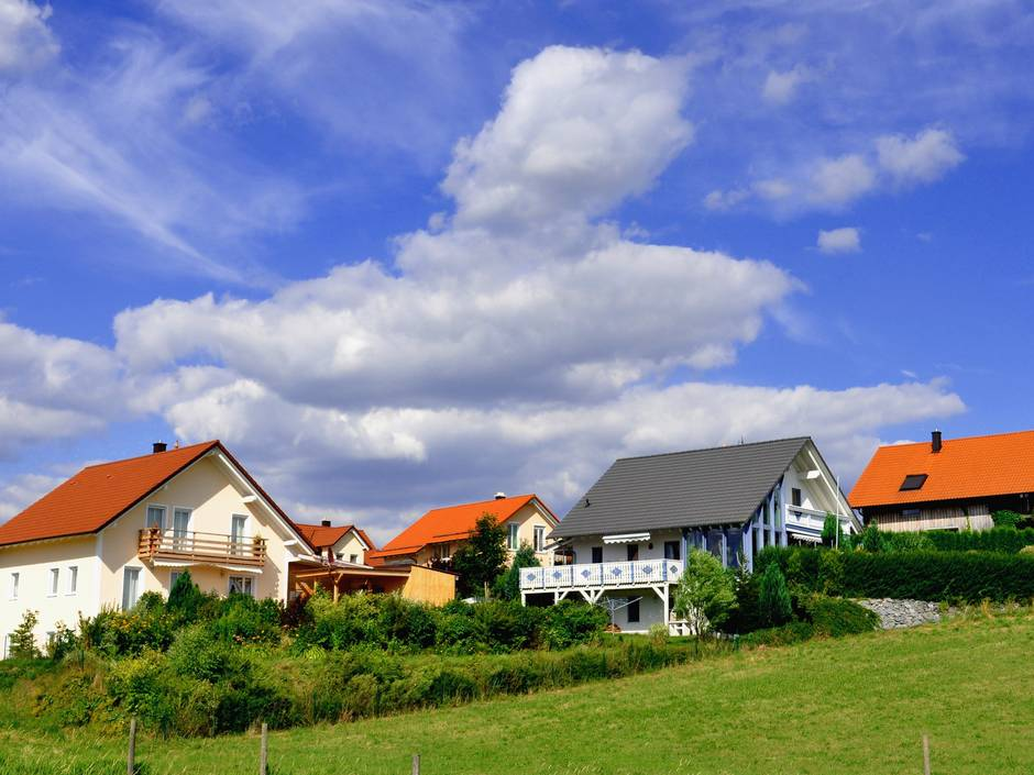 Grenzbebauung, Wohngebiet am Hang, Neubau, Abstandsregelungen, Foto: flohjoh / fotolia.com