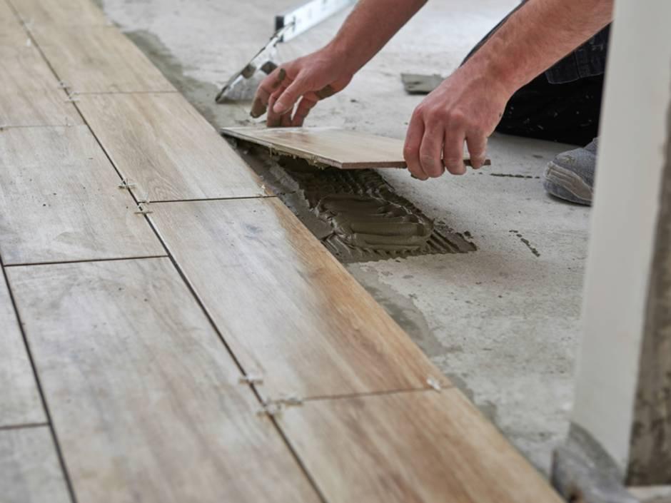 Alternative zu Echtholz: Vinylboden und Fliesen in Holzoptik ...