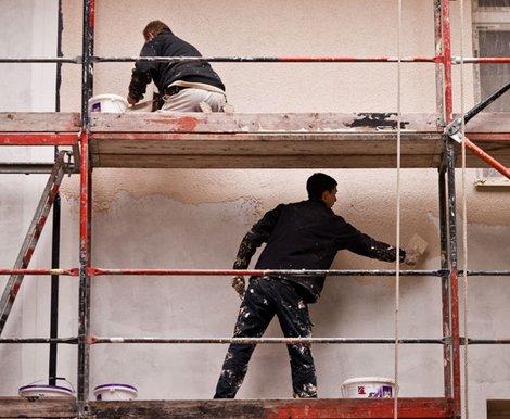 Haus sanieren, Arbeiter auf Gerüst, Foto: Bauherrenschutzbund (BSB)