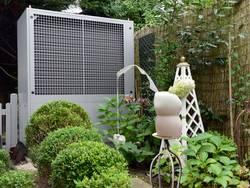 Welche Wärmepumpe, Luftwärmepumpe im Garten, Foto: BWP
