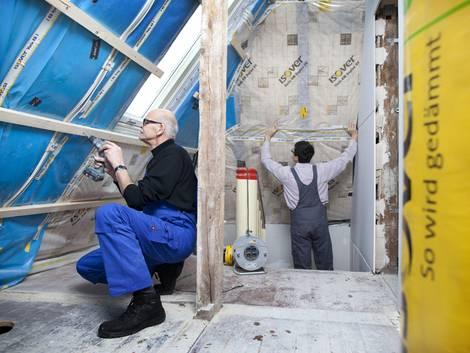 Zwischensparrendämmung, Dachdämmung, Foto: KfW-Bildarchiv / Fotoagentur: photothek.net