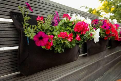 kleiner Balkon, Pflanzentasche, Foto: balkongestalter.de