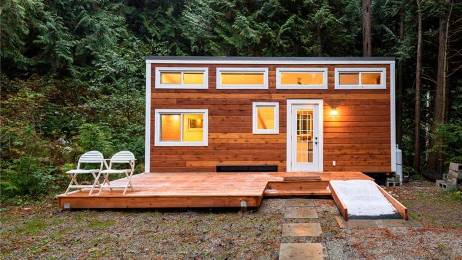 Mobiles Haus, Tiny House am Waldrand, Foto: ppa5 / stock.adobe.com