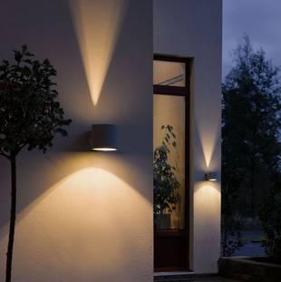 Alt-Tag: Außenbeleuchtung; Up- & Downlights; Foto: Lampenwelt.de