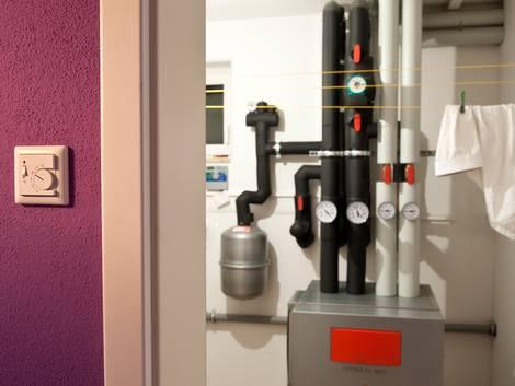 Welche Wärmepumpe, Heizungsraum mit Luftwärmepumpe, Foto: BWP