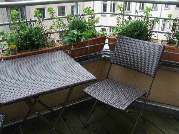 kleiner Balkon, nachher, Sitzgelegenheit, Foto: balkonsaison.de